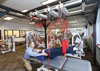Хромота после эндопротезирования тазобедренного и коленного суставов: причины и что делать